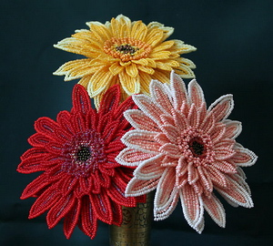 красивые цветы из бисера для панно
